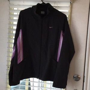NIKE WOMANS WINDBREAKER